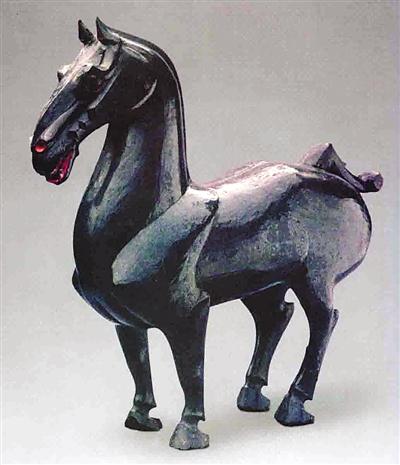 四川西汉墓出土髹漆木马
