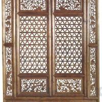 东阳木雕厂的仿古门窗为什么在房屋中起到很重要的作用。