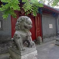 为什么古人的豪宅前总放两尊石狮子?